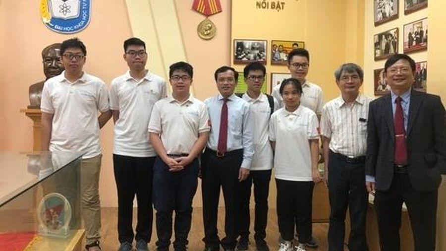 Đoàn Việt Nam chiến thắng tại Olympic Toán học quốc tế lần thứ 61