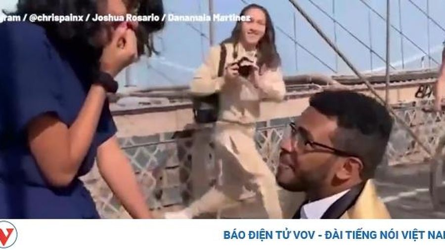 Bất ngờ với màn cầu hôn trên cầu treo Brooklyn (Mỹ) nổi tiếng