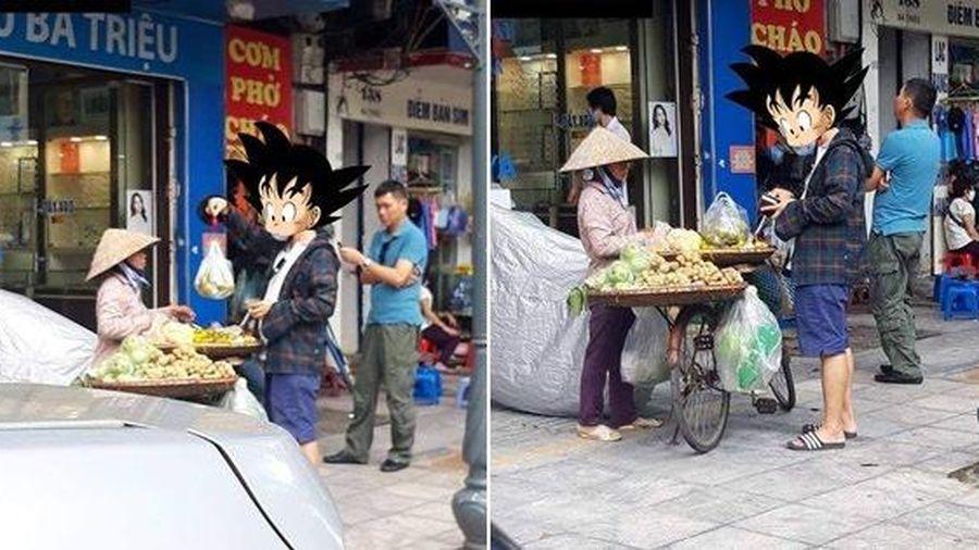 Người ủng hộ, kẻ chê trách câu chuyện người đàn ông cầm cân mini đi mua hoa quả của cô bán hàng rong ở Hà Nội