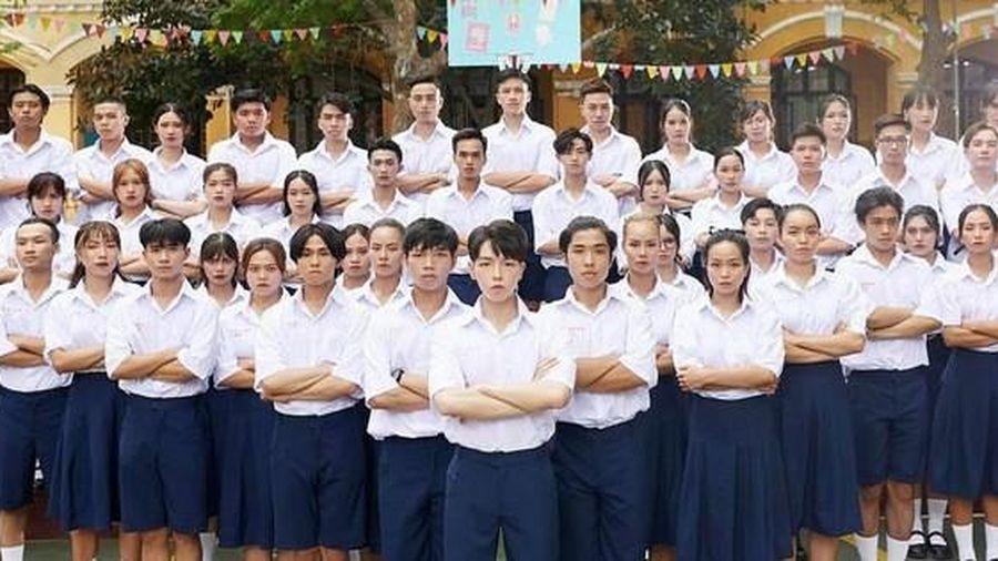 Đức Phúc giải thích việc trang phục học sinh trong MV 'Người ơi, người ở đừng về' gây tranh cãi