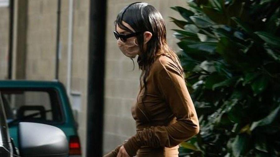 Kendall Jenner mặc kỳ lạ xuống phố