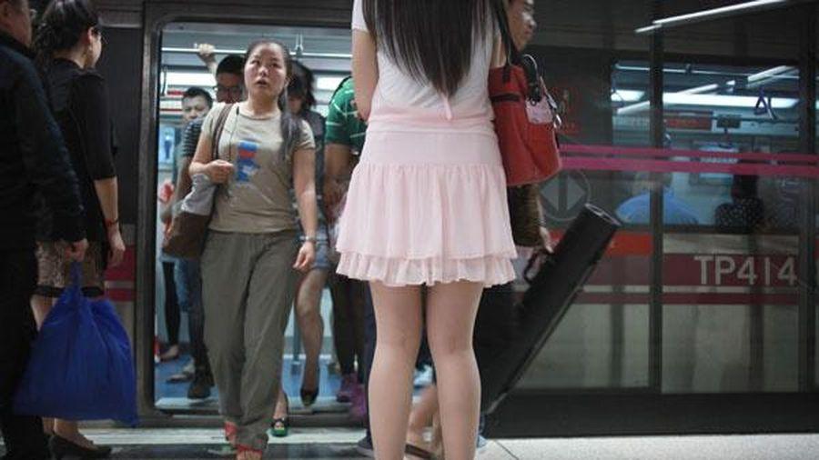 Đội săn lùng kẻ biến thái trên tàu điện ngầm Trung Quốc