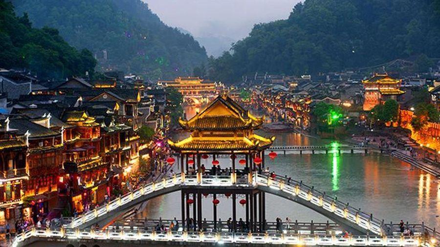Huyền bí kiến trúc Phượng Hoàng cổ trấn