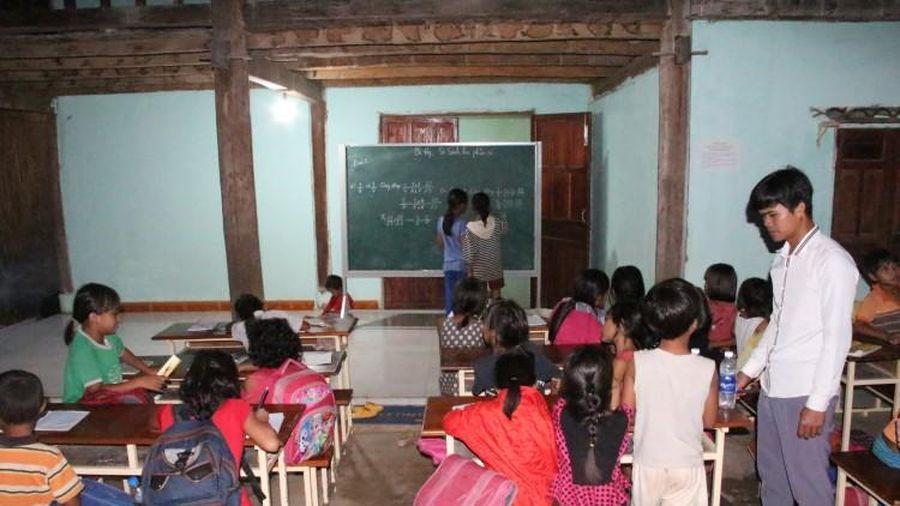 Lớp học miễn phí của đôi vợ chồng trẻ