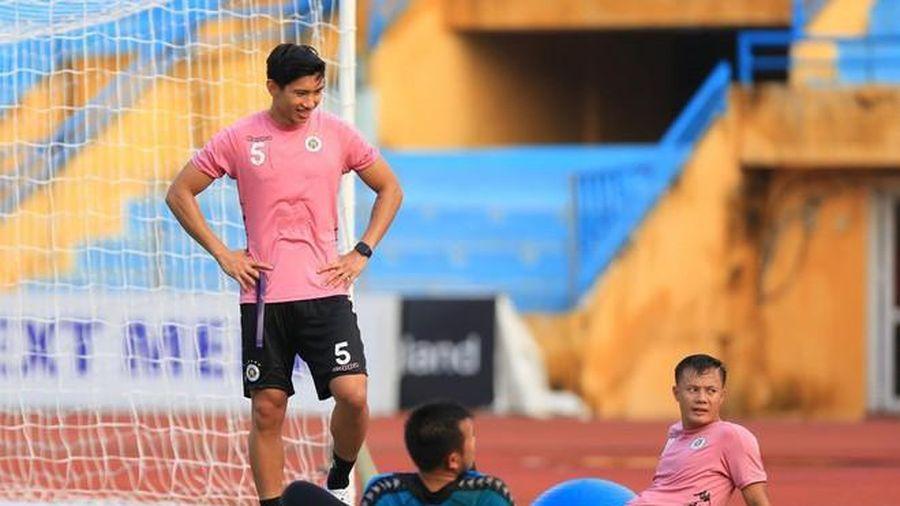 Văn Hậu trở lại tập luyện, Quang Hải sẵn sàng xung trận