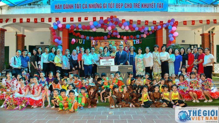Nhóm Phụ nữ Cộng đồng ASEAN tại Hà Nội trao quà trung thu cho trẻ khuyết tật ở Sóc Sơn, Hà Nội