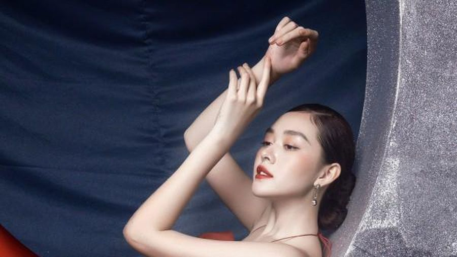 Á hậu Tường San đẹp huyền ảo trong bộ ảnh đón Trung thu