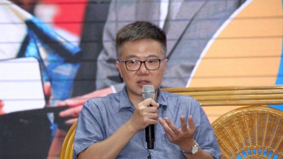 GS Ngô Bảo Châu: 'Tôi từng sốc khi nhận được bảng lương của mình'