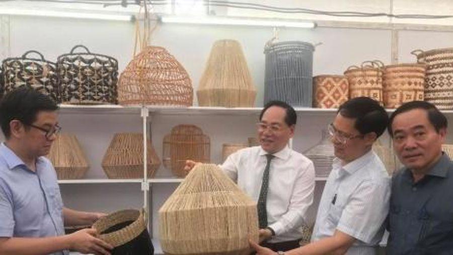 Hà Nội kết nối mạng lưới sản xuất và tiêu dùng bền vững ngành mây tre đan, sản phẩm từ gỗ