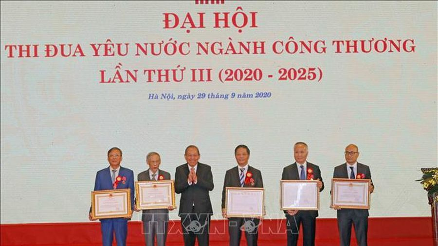 Phó Thủ tướng Trương Hòa Bình: Xác định thể chế là khâu đột phá quan trọng của ngành công thương