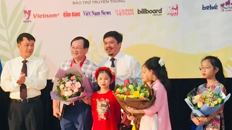 Nhà văn viết cho thiếu nhi Nguyễn Nhật Ánh được tôn vinh Hiệp sĩ Dế Mèn