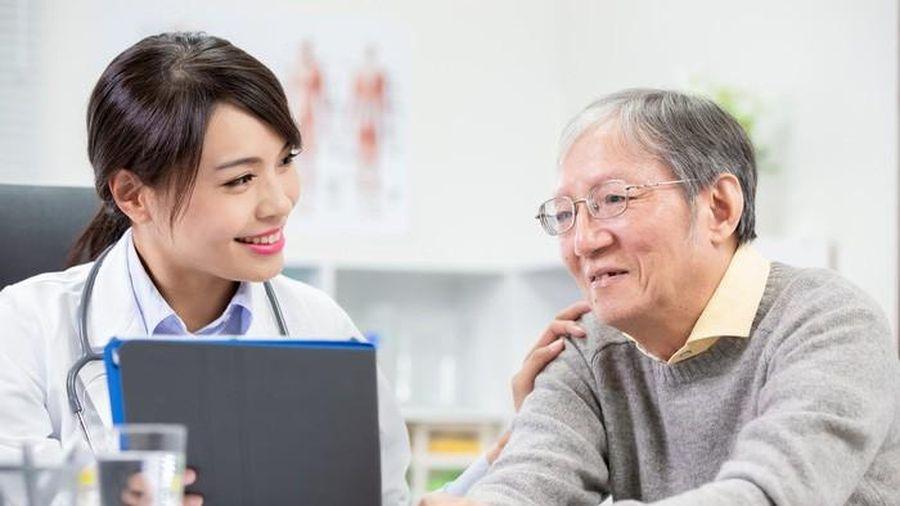 Sai lầm khi chăm sóc sức khỏe cho người cao tuổi lúc giao mùa hè - thu