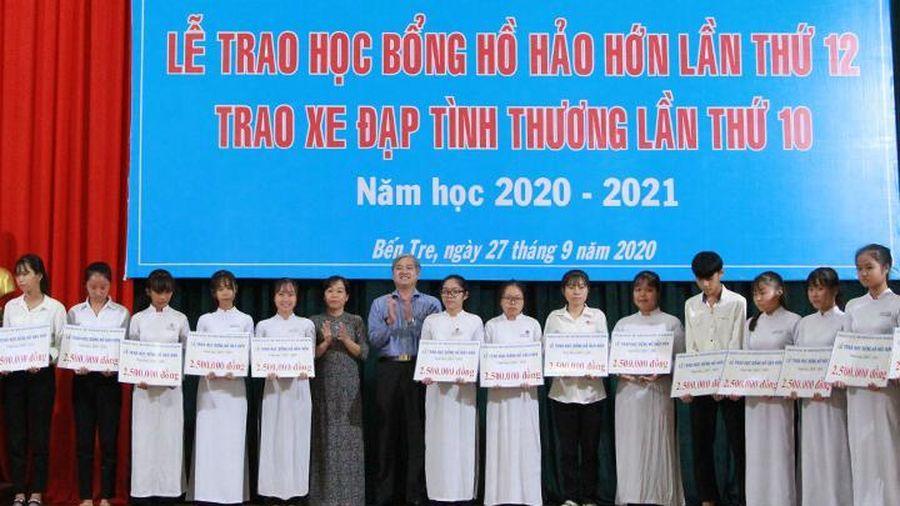 Bến Tre: Trao 200 suất học bổng Hồ Hảo Hớn cho các em học sinh có hoàn cảnh khó khăn