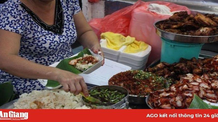 Thưởng thức món xôi đêm ngon nức tiếng khi Sài Gòn lạnh