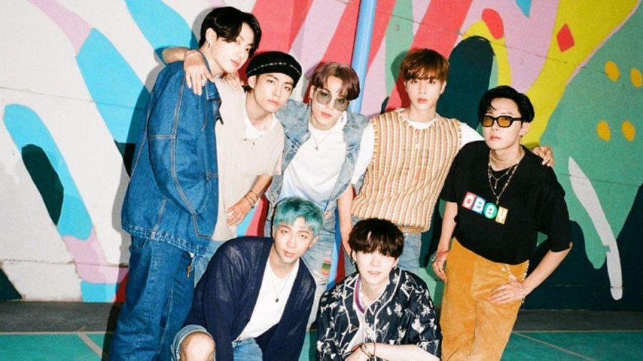 BTS bất ngờ giành lại ngôi vị Quán quân Billboard Hot 100 với 'Dynamite'