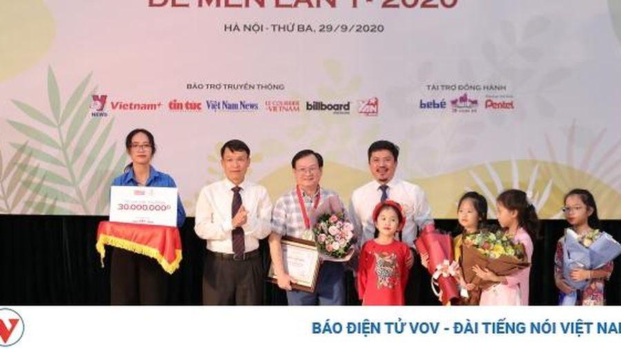 Nguyễn Nhật Ánh nhận giải 'Hiệp sĩ Dế Mèn', ủng hộ toàn bộ số tiền cho Giải thưởng