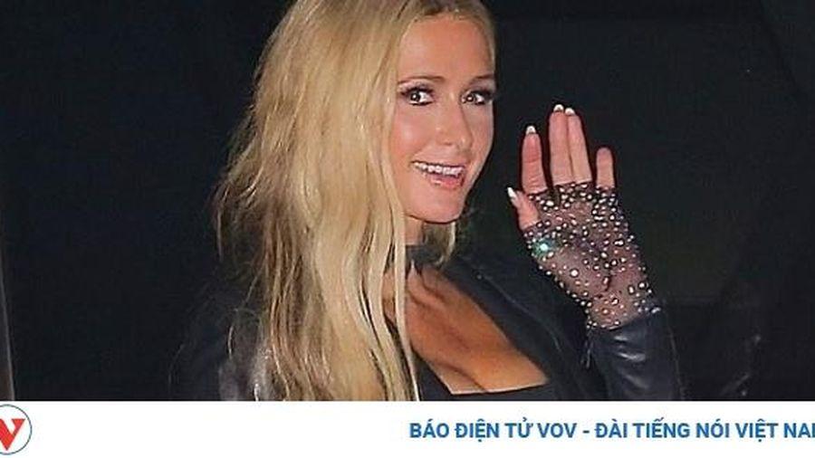 Kiều nữ Paris Hilton sang chảnh đi hẹn hò cùng bạn trai