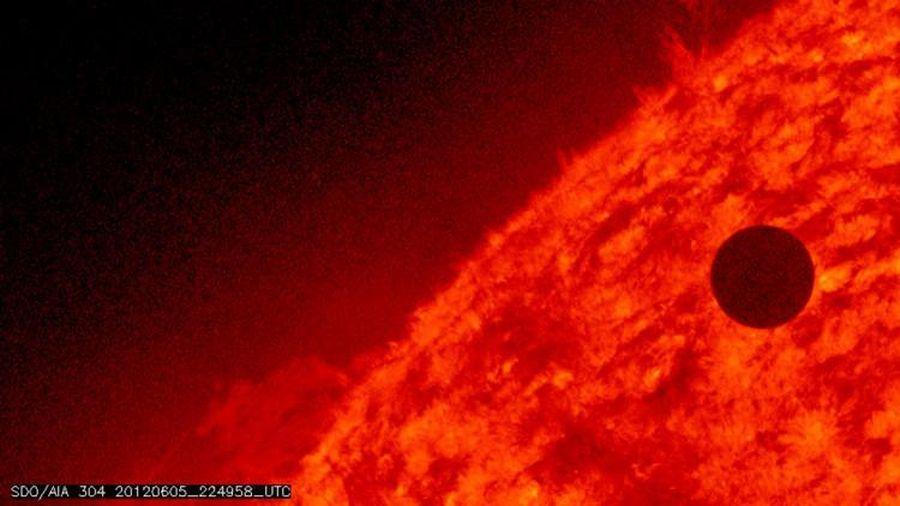 Thiên thạch vận chuyển 'sự sống' từ Trái đất lên sao Kim?
