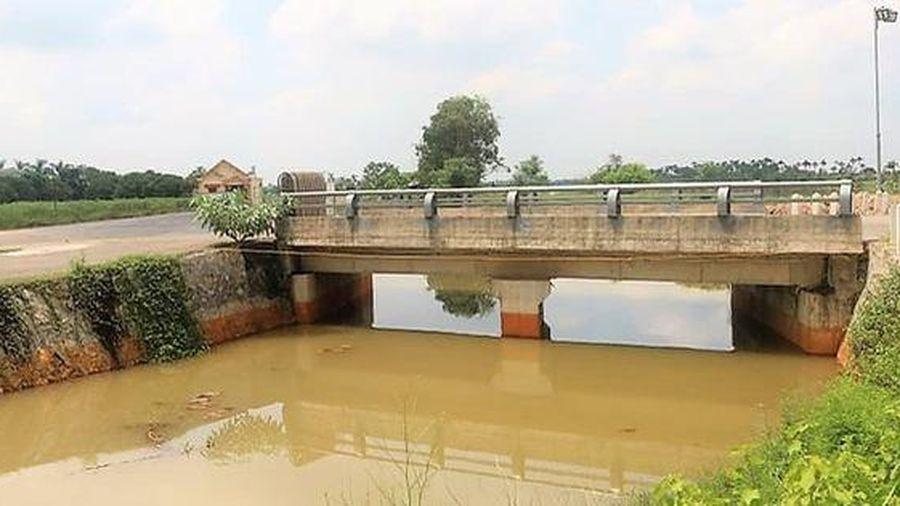 Hải Phòng: Kênh Cẩm Văn 2 ô nhiễm nặng, nghi vấn doanh nghiệp xả thải