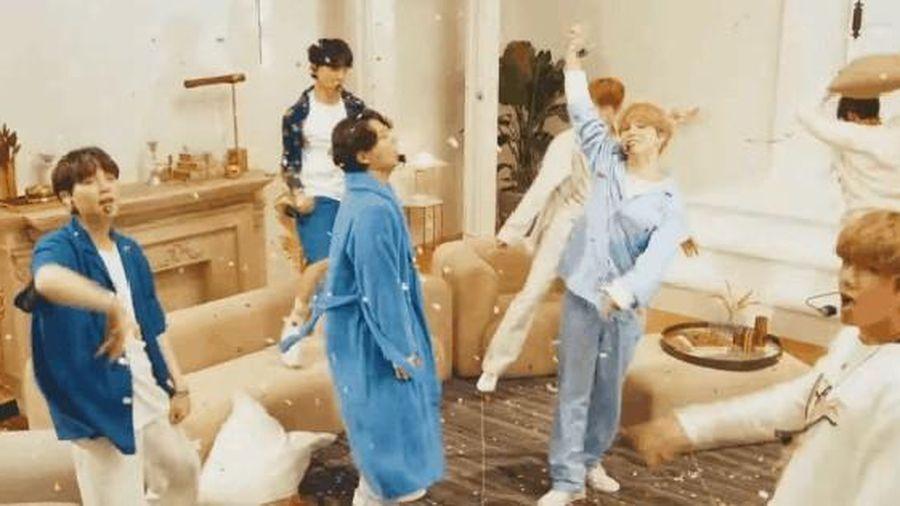 BTS mặc đồ ngủ diễn trong sân khấu HOME tại Jimmy Fallon, Jimin được cameraman ưu ái nhưng visual của Jungkook mới là spotlight!