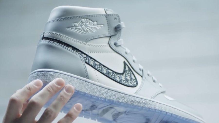 Giày Nike Dior giá hơn 2.000 USD được tạo ra thế nào?