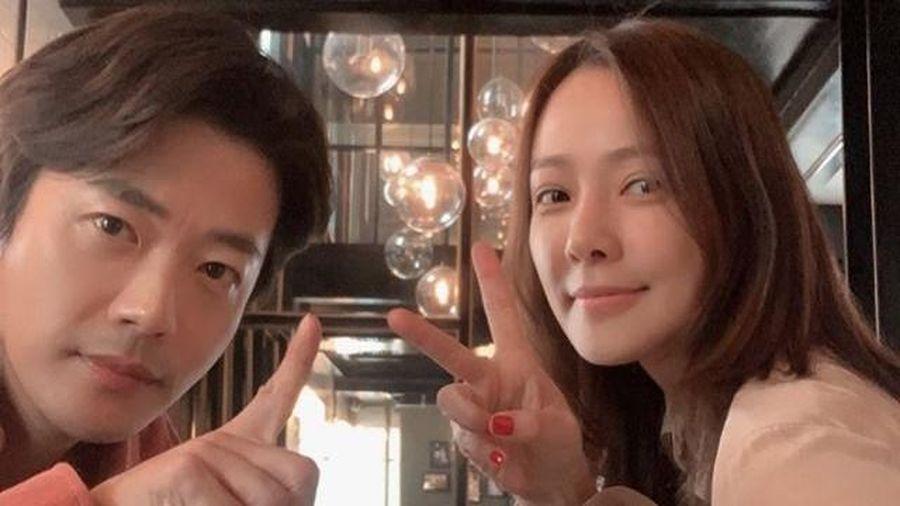 Vợ chồng tài tử Kwon Sang Woo kỷ niệm 12 năm cưới