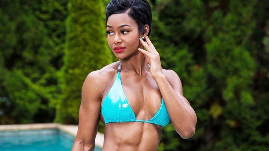 Nữ người mẫu có cơ bụng 6 múi nhờ đam mê tập gym