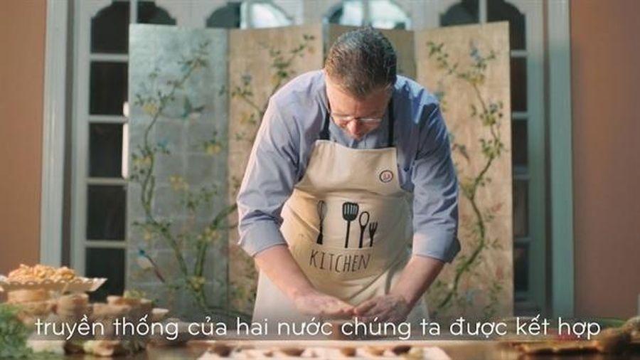 Video Đại sứ Mỹ làm bánh Trung thu tại Việt Nam