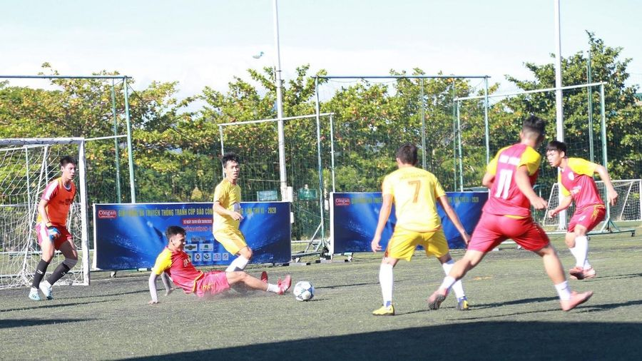 Chung kết Giải Bóng đá tranh Cúp Báo Công an TP Đà Nẵng lần thứ XI: Đội bóng A65 FC bảo vệ thành công 'ngôi vương'