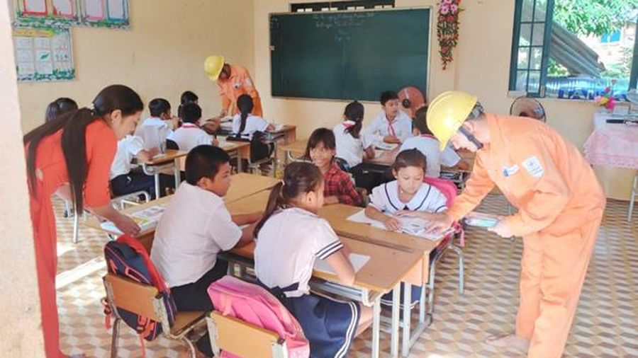 PC Quảng Nam và nhiều chương trình tri ân khách hàng tại vùng cao Nam Giang