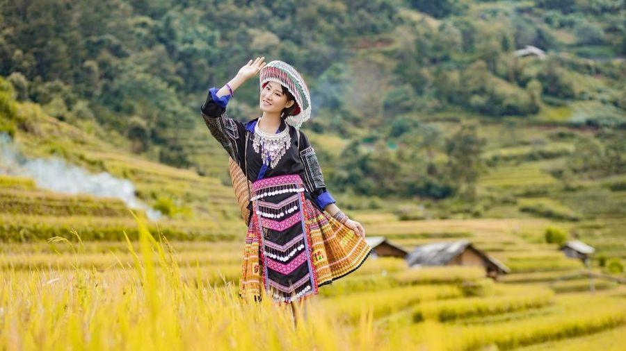 Hoa hậu du lịch châu Á- Phạm Lan Anh mê đắm vẻ đẹp mùa Thu Mù Cang Chải