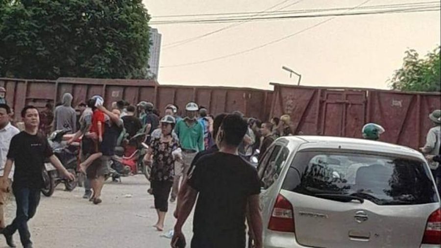 Thông tin mới nhất về vụ tàu hỏa đâm xe khách chở học sinh khiến 6 em bị thương