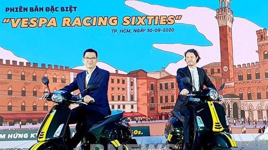 Piaggio ra mắt bộ đôi phiên bản đặc biệt Vespa Sprint & GTS 'Racing Sixties'