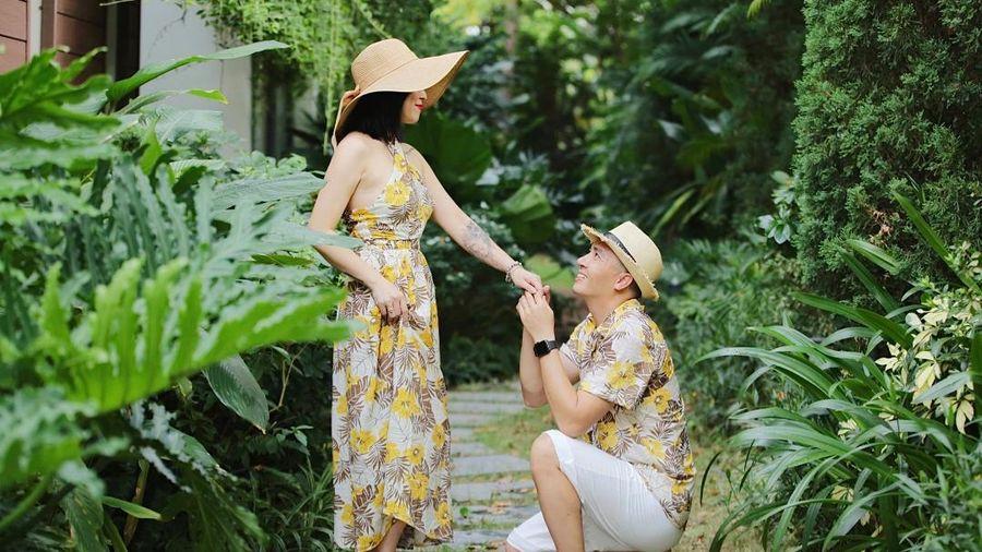 MC Hoàng Linh khoe ảnh ông xã quỳ gối, 'thả thính' công khai trên mạng xã hội khiến dân tình phấn khích