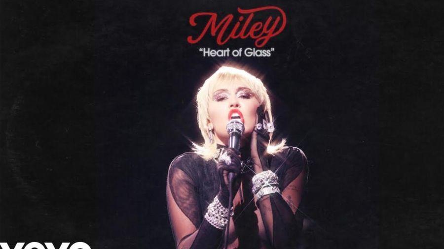 Miley Cyrus 'thả xích' bản cover của bản hit kinh điển Heart Of Glass, fan trầm trồ: 'Nữ hoàng của cover là đây'