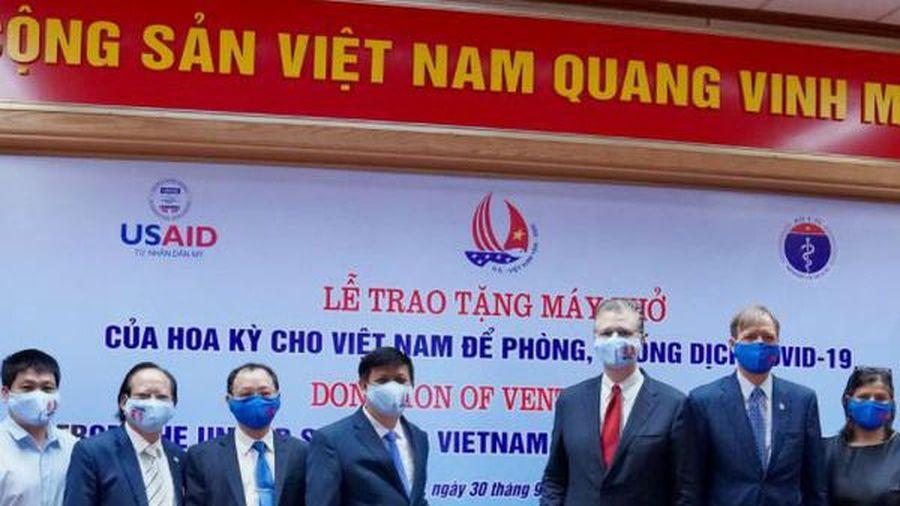 Hoa Kỳ trao tặng Việt Nam 100 máy thở để ứng phó với đại dịch Covid-19