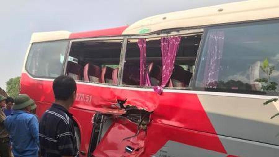 Vụ xe chở học sinh bị tàu hỏa đâm: Lái xe cố tình vượt dù đã được cảnh báo