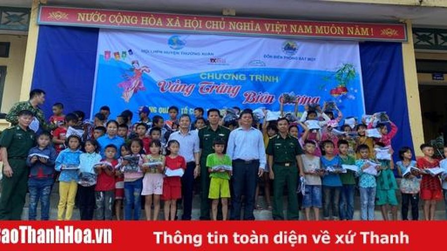 Chương trình 'Vầng trăng biên cương' tại xã Bát Mọt