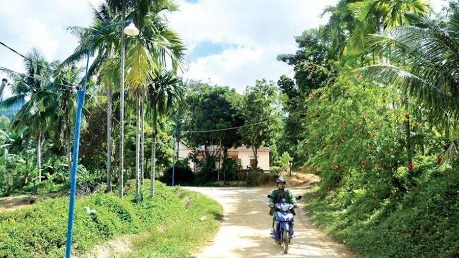 Điện thắp sáng đường quê ở vùng cao