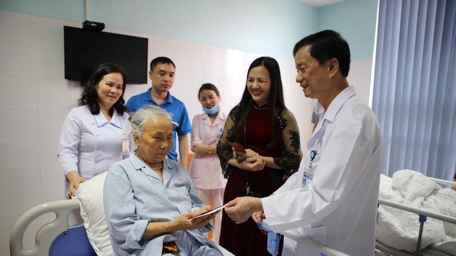 Bệnh viện Đa khoa Thanh Hóa: Xứng danh 'Anh hùng Lao động'