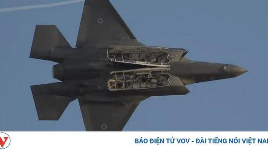 Máy bay F-35 'Adir' của Israel gầm rú trên bầu trời, chao lượn ấn tượng