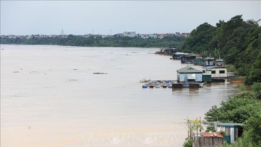 Thủy điện Hòa Bình xả lũ, nước sông Hồng tại Hà Nội lên nhanh