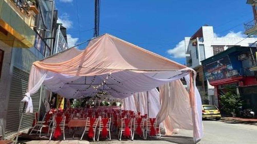 Người dân Điện Biên tới 'giải cứu' nhà hàng bị khách 'bỏ bom' 150 mâm cỗ cưới