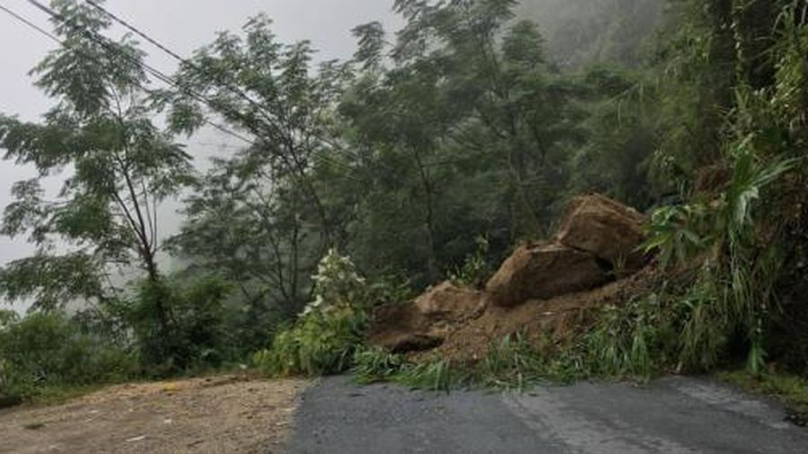 Hà Giang: 2 người bị sét đánh, 25 nhà dân hư hỏng