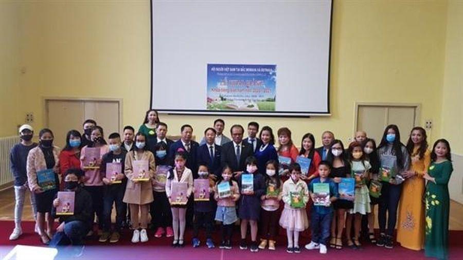 Khai giảng khóa học tiếng Việt dành cho con em cộng đồng Việt tại Cộng hòa Séc