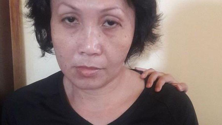 Bắt giữ người phụ nữ xúi 'con nuôi' trộm túi tiền của bà bán cà phê vỉa hè ở quận 3