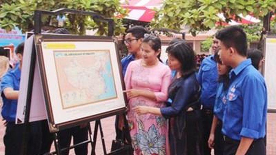 Hơn 1.300 người tham quan triển lãm số 'Hoàng Sa, Trường Sa của Việt Nam'