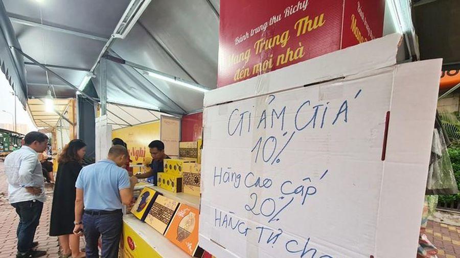 Giảm giá ngày cuối, bánh trung thu ở Hà Nội cũng chỉ 'lác đác' người mua