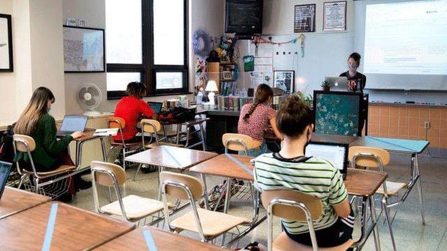 Mở cửa trường học và ca nhiễm Covid-19 tăng mạnh liên quan gì đến nhau?