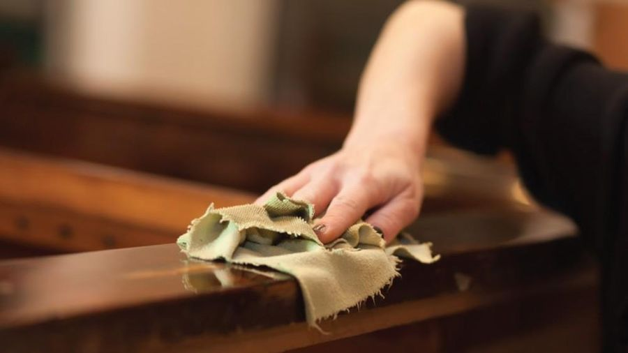 Giấm, trà xanh giúp đánh bóng bàn ghế gỗ